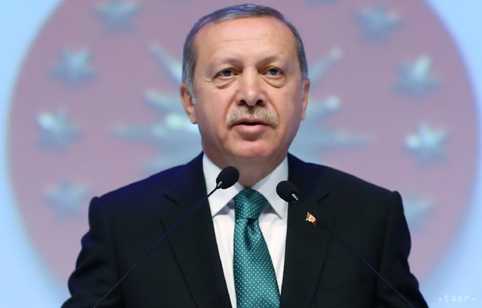 Turecká vláda vydala zatykače na desiatky novinárov