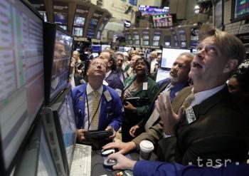 Ceny ropy zaznamenali rast, trhy však aj naďalej zostávajú pod tlakom