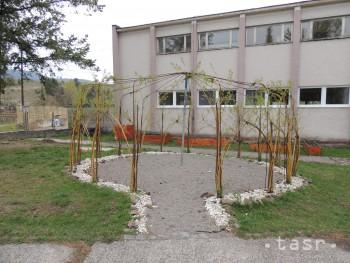 V Jastrabej sa školáci nemusia učiť v triedach,pod oknami je ekoučebňa