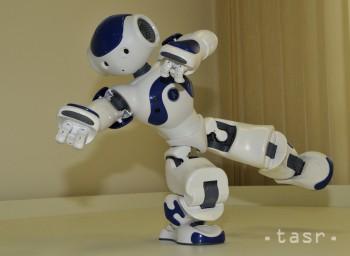 SAV: Vedci testujú roboty, ktoré radia pri hrách so žolíkovými kartami