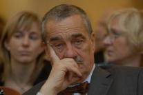 Schwarzenberg: Odporcovia konvoja USA podrývajú českú obranyschopnosť