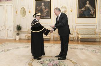 Andrej Kiska vymenoval nového rektora, je ním uznávaný profesor Stern