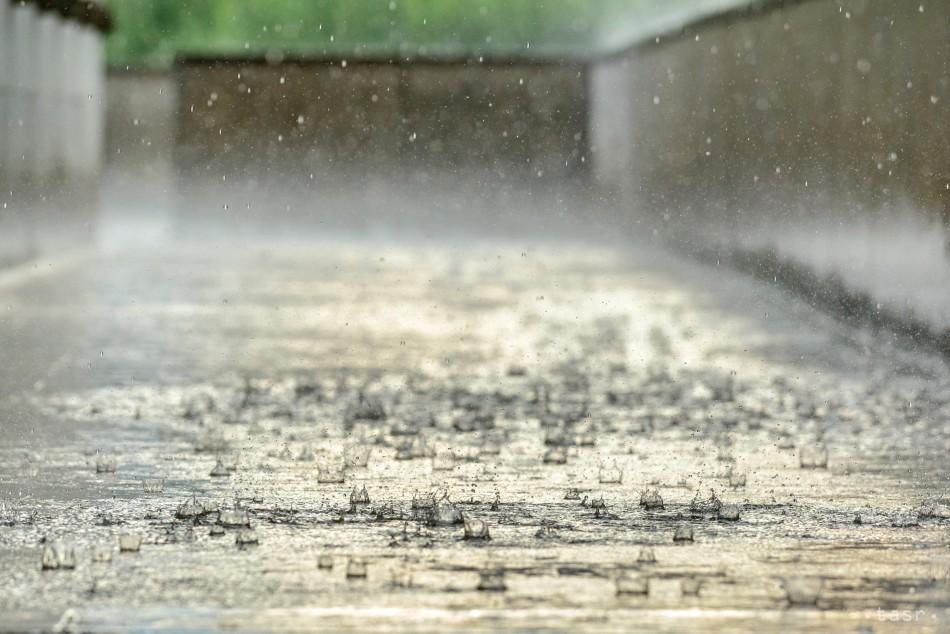 SHMÚ: Dažde rozvodnili niektoré hladiny riek