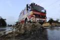 Hasiči zasahujú v Malužinej, prívalová voda tam poškodila most