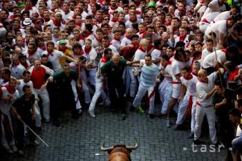 V španielskej Pamplone sa pri prvom behu s býkmi zranili štyria ľudia
