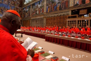 Konkláve, ktoré zvolí nového pápeža, sa začne v týždni po 15. marci