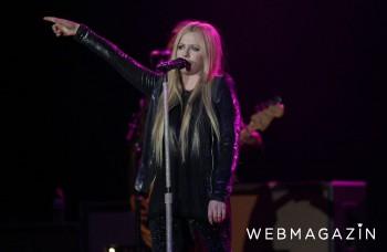 VIDEO: Avril Lavigne sa vracia na scénu so singlom Head Above Water