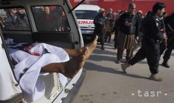 V Pakistane po zrážke s autom explodovala cisterna s palivom, 10 obetí