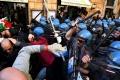 EÚ a USA odsúdili zadržanie demonštrantov proti korupcii v Rusku