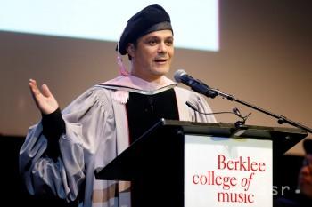 Čestný doktorát Berklee College of Music pre Španiela Alejandra Sanza