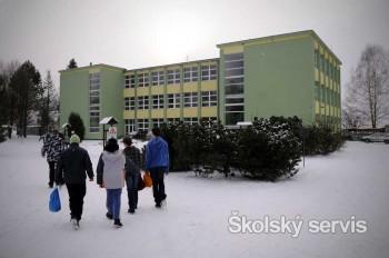 Do Kvačian dochádzajú školáci z desiatich okolitých obcí