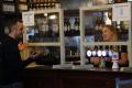 Viaceré anglické puby opäť zatvorili po objavení nákazy
