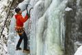 Čaro ľadopádov Mačinová nad Detvou ocenia nielen zbehlí turisti