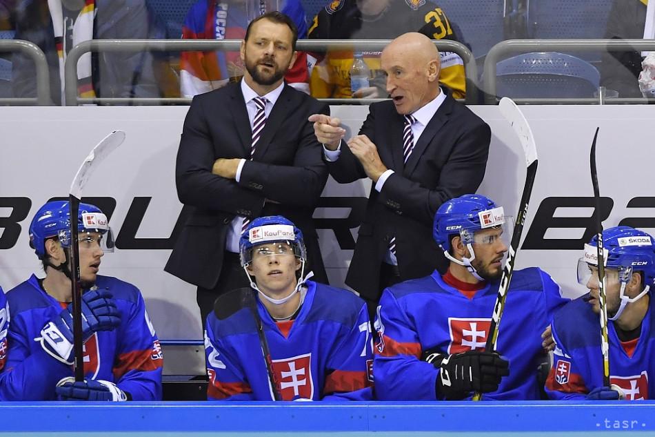 Na snímke tréner slovenskej hokejovej reprezentácie Craig Ramsay (hore vpravo) v zápase Nemecko - Slovensko počas Nemeckého pohára v meste Krefeld, 10. novembra 2019. Foto: TASR/Michal Svítok