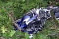 Opitý motorkár utrpel ťažké zranenie po náraze do auta