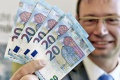 Železnice vyplatia každému zamestnancovi mimoriadnu prémiu 50 eur