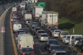 MEGAKOLÓNA: Diaľnica medzi Bratislavou a obcou Blatné je upchatá